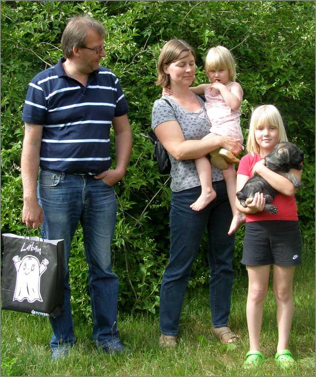 Aila hämtas av Anna och Ronny samt barnen Sofia och Linda Persson från Sibbhult