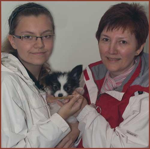 Pickels hämtas av Rebecka och Katarina Ambrus i Gislaved